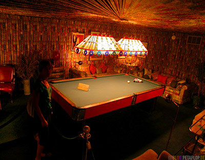 Billard-Zimmer-Billiard-Pool-Room-Elvis-Vorhang-Stofftapete-curtain-wallpaper-Presley-Graceland-Memphis-Tennessee-TN-USA-DSCN7773b.jpg