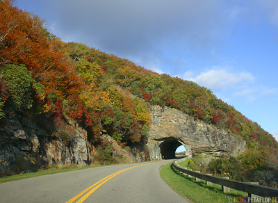Blue-Ridge-Parkway-Hills-Huegel-Tunneleingang-Tunnel-Entrance-Smokey-Mountains-North-Carolina-NC-USA-DSCN8190.jpg