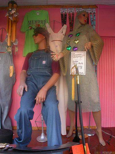 Chain-dress-Kettenkleid-Schaufensterpuppen-Showroom-Dummies-A-Schwab-General-Store-Beale-Street-Memphis-Tennessee-TN-USA-DSCN7916.jpg
