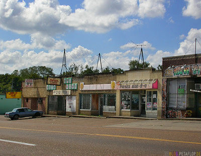 dirty-shops-Elvis-Presley-Boulevard-Memphis-Tennessee-TN-USA-DSCN7893.jpg