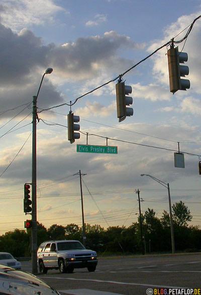 Elvis-Presley-Boulevard-Graceland-Memphis-Tennessee-TN-USA-DSCN7872.jpg