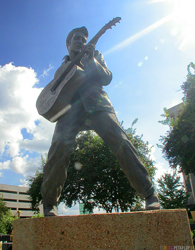 Elvis-Presley-Statue-Memphis-Tennessee-TN-USA-DSCN7945.jpg