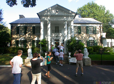 Entrance-Elvis-Presley-Graceland-Memphis-Tennessee-USA-TN-DSCN7751.jpg