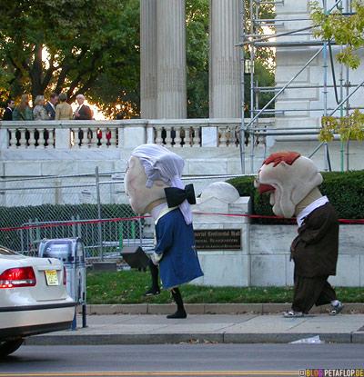 giant-head-Washington-Jefferson-costume-Kostuem-grosser-Puppenkopf-party-fest-Feier-celebration-Politiker-politicians-National-Mall-Washington-DC-USA-DSCN8339.jpg