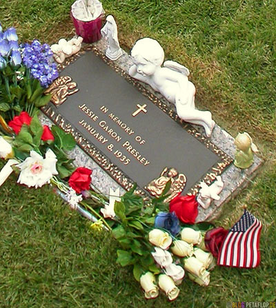 In-memory-of-Jessie-Garon-Presley-Elvis-Presleys-twin-brother-Zwillingsbruder-Graceland-Memphis-Tennessee-TN-USA-DSCN7830.jpg