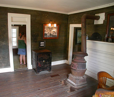 Jack-Daniels-Safe-Geldschrank-Whiskey-Distillery-Visitor-Center-Lynchburg-Tennessee-TN-USA-DSCN8015.jpg