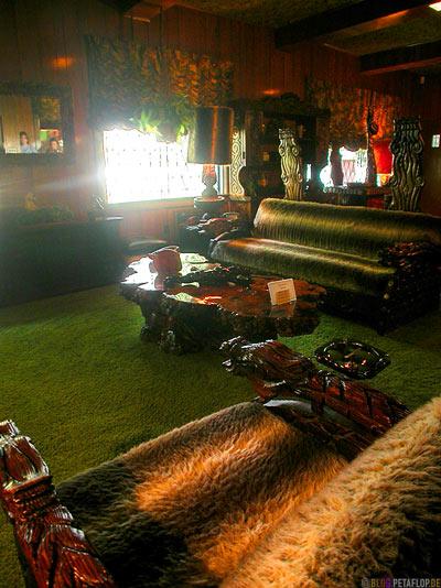 Livingroom-Wohnzimmer-Lounge-Elvis-Presley-Graceland-Memphis-Tennessee-TN-USA-DSCN7778.jpg