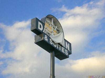 Motel-Shut-down-due-to-tornado-damage-days-inn-Nashville-Tennessee-TN-USA-DSCN8006.jpg