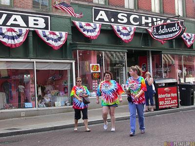 really-bad-outfit-schlecht-gekleidet-A-Schwab-General-Store-Beale-Street-Memphis-Tennessee-TN-USA-DSCN7933.jpg