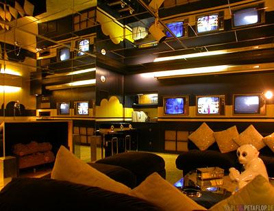 TV-room-Fernsehraum-verspiegelt-mirrors-Elvis-Presley-Graceland-Memphis-Tennessee-TN-USA-DSCN7770.jpg