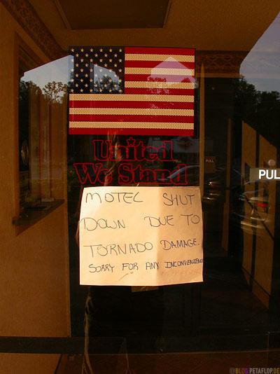 us-flag-United-we-stand-entrance-door-Motel-Shut-down-due-to-tornado-damage-days-inn-Nashville-Tennessee-TN-USA-DSCN8003.jpg