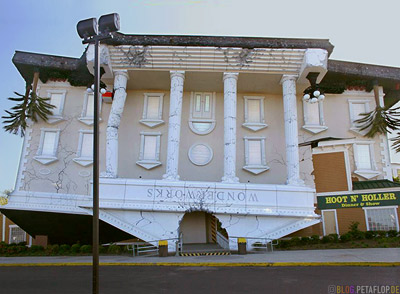 Wonderworks-Upside-Down-house-Haus-auf-dem-Kopf-Smoky-Mountains-Pigeon-Forge-Tennessee-TN-USA.jpg