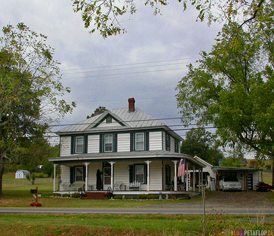 Wooden-late-Victorian-house-Virgina-VA-USA-DSCN8217.jpg
