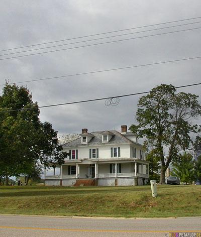 Wooden-late-Victorian-house-Virgina-VA-USA-DSCN8219.jpg