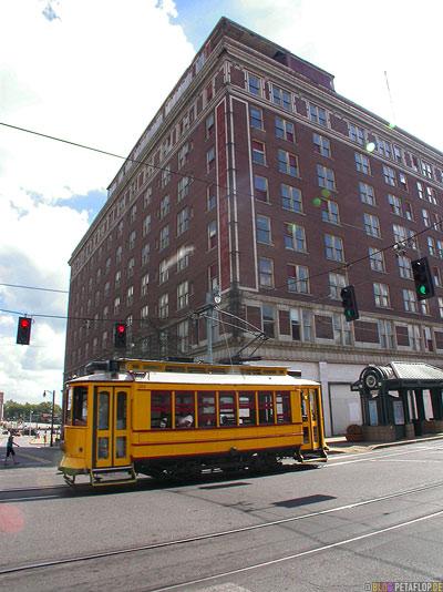 yellow-Light-Rail-Tram-Strassenbahn-Memphis-Tennessee-TN-USA-DSCN7960.jpg