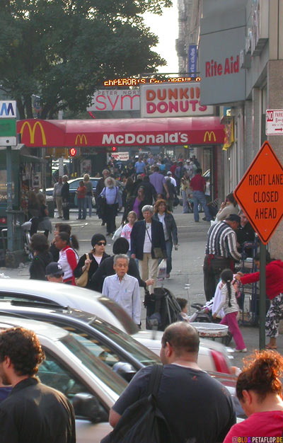 people-Leute-Rite-Aid-McDonalds-Dunkin-Donuts-belebte-Strasse-upper-west-side-crowded-street-NYC-New-York-City-NY-DSCN8498.jpg