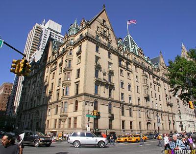 Dakota-Building-where-John-Lennon-was-shot-08-12-1980-Central-Park-New-York-City-USA-DSCN8708.jpg
