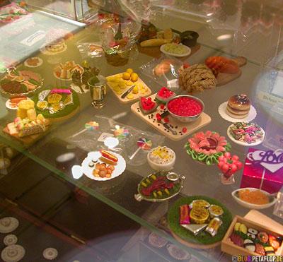 dollhouse-Foods-Lebensmittel-Sushi-Hummer-Lobster-Zitronen-F-A-O-Schwarz-Toys-Shop-Manhattan-NYC-New-York-City-USA-DSCN8685.jpg