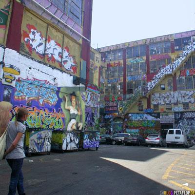 Entrance-Graffiti-Five-Points-5Pointz-warehouse-Lagerhalle-Brooklyn-New-York-City-USA-DSCN8726.jpg