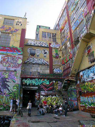 Entrance-Graffiti-Five-Points-5Pointz-warehouse-Lagerhalle-Brooklyn-New-York-City-USA-DSCN8731.jpg