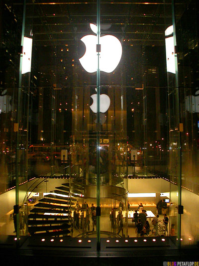 glowing-Apple-Logo-Apple-Store-entrance-glass-cube-at-night-Glaswuerfel-767-5th-Avenue-Manhattan-NYC-New-York-City-NY-USA-DSCN8689.jpg