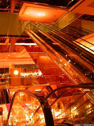 goldene-Rolltreppe-golden-escalator-Trump-Tower-Manhattan-NYC-New-York-City-USA-DSCN8690.jpg