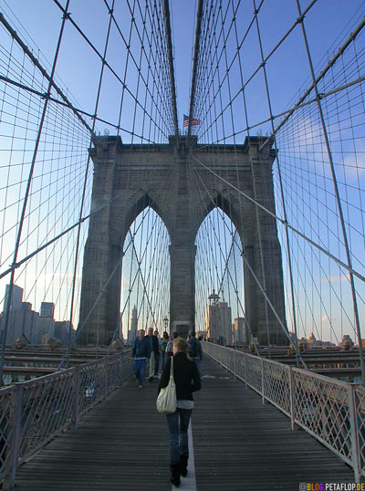 On-Brooklyn-Bridge-NYC-New-York-USA-DSCN8770.jpg