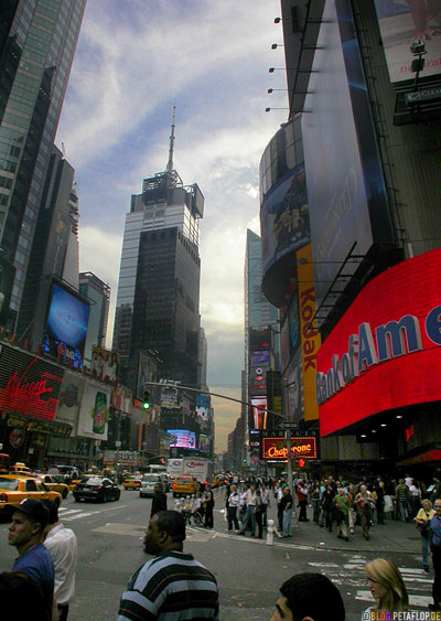 People-at-Times-Square-Bank-of-America-Downtown-Manhattan-NYC-New-York-City-USA-DSCN8530.jpg