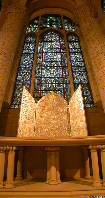 silver-Tryptich-by-Keith-Haring-Chapel-of-Saint-Columba-Cathedral-St-John-NYC-New-York-City-USA-DSCN8570.jpg