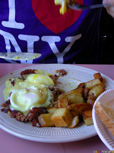 Egg-Benedict-with-Sauce-Hollandaise-The-Egg-And-I-Diner-Quincy-MA-Massachusetts-USA-DSCN8805.jpg