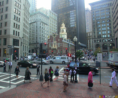 Old-State-House-declaration-of-independence-balcony-Downtown-Boston-Massachusetts-MA-USA-DSCN8888.jpg