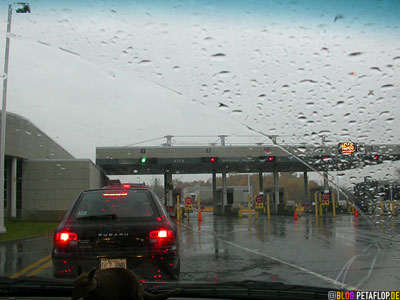 USA-Canada-US-Canadian-Border-Control-near-St-Armand-Quebec-DSCN8940.jpg
