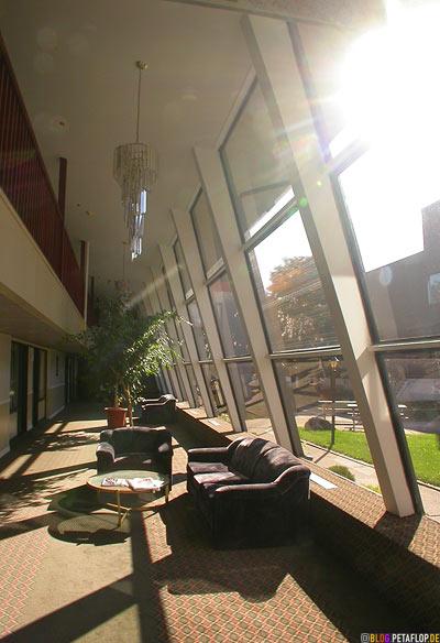 Lobby-Sunlight-Sonnenlicht-Econolodge-Motel-Montreal-Quebec-Canada-Kanada-DSCN8965.jpg
