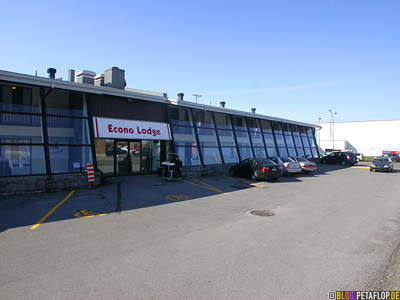 outside-Econolodge-parking-lot-Parkplatz-Motel-Montreal-Quebec-Canada-Kanada-DSCN8967.jpg