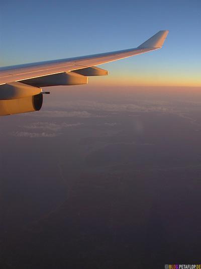 plane-wing-horizon-Flugzeugfluegel-Horizont-Lufthansa-Flight-Flug-Montreal-Munich-Muenchen-DSCN9016.jpg