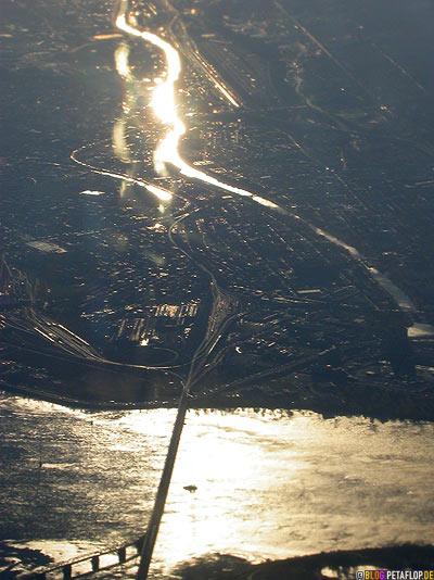 sun-reflections-Sonnenrefektionen-Montreal-harbour-seen-from-above-Hafen-von-oben-Lufthansa-Flight-Flug-Munich-Muenchen-DSCN9013.jpg
