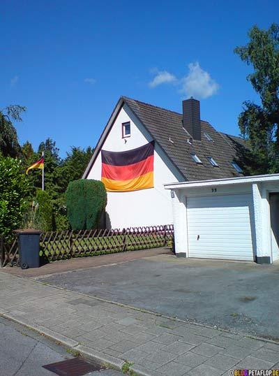 grosse-Deutschlandflagge-large-German-Flag-Euro-2008-Stuebenhauser-Strasse-Mettmann