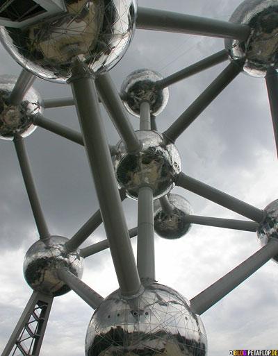 Atomium-2008-Brussels-Bruessel-bruxelles-Weltausstellung-World-Fair-Expo-1958-clouds-wolken-DSCN0175.jpg