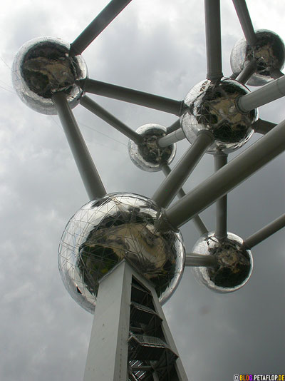 Atomium-2008-Brussels-Bruessel-bruxelles-Weltausstellung-World-Fair-Expo-1958-clouds-wolken-DSCN0177.jpg