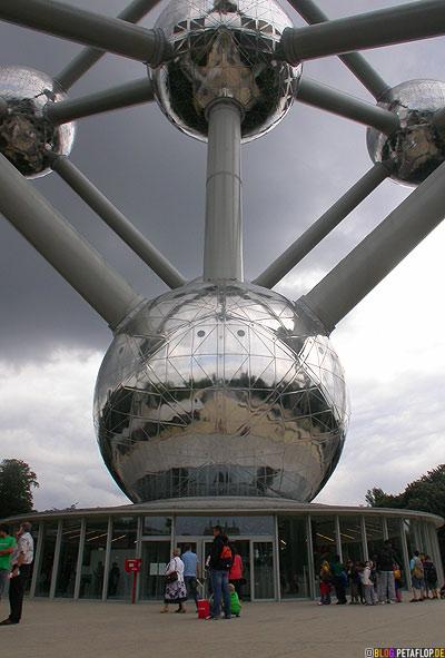Entrance-Eingang-Atomium-2008-Brussels-Bruessel-bruxelles-Weltausstellung-World-Fair-Expo-1958-clouds-wolken-DSCN0180.jpg