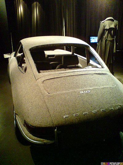Tweed-covered-Porsche-911-Carrera-back-Rueckseite-installation-magee-weaving-for-Veronique-Branquinho-Modemuseum-Antwerp-Belgium-Antwerpen-Belgien-DSC00054.jpg