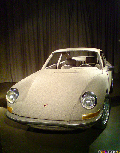 Tweed-covered-Porsche-911-Carrera-installation-magee-weaving-for-Veronique-Branquinho-Modemuseum-Antwerp-Belgium-Antwerpen-Belgien-DSC00051.jpg