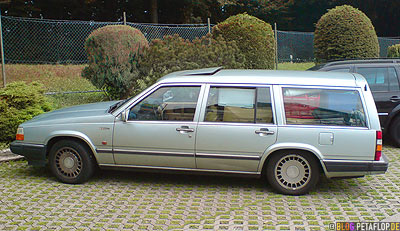 Volvo-760-GLE-fully-packed-station-wagon-hanging-low