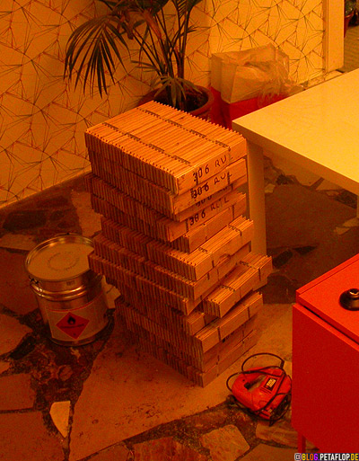 Haufen-Stapel-Parkettstaebe-stack-pile-of-parquet-blocks