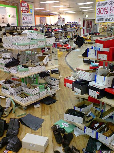 Kaufhaussterben-Hertie-Mettmann-Ausverkauf-1-Schuhabteilung-Chaos-DSC00005